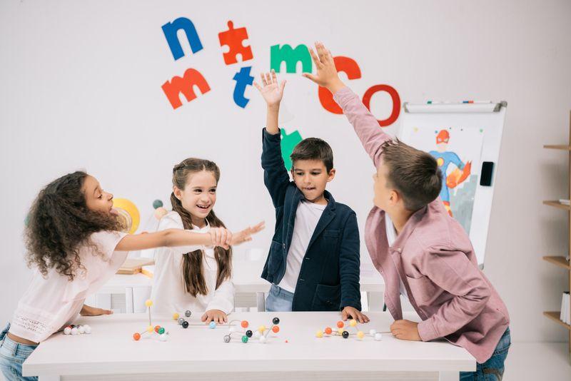 Modernes Schulmobiliar, mit dem der Unterricht noch mehr Spaß macht